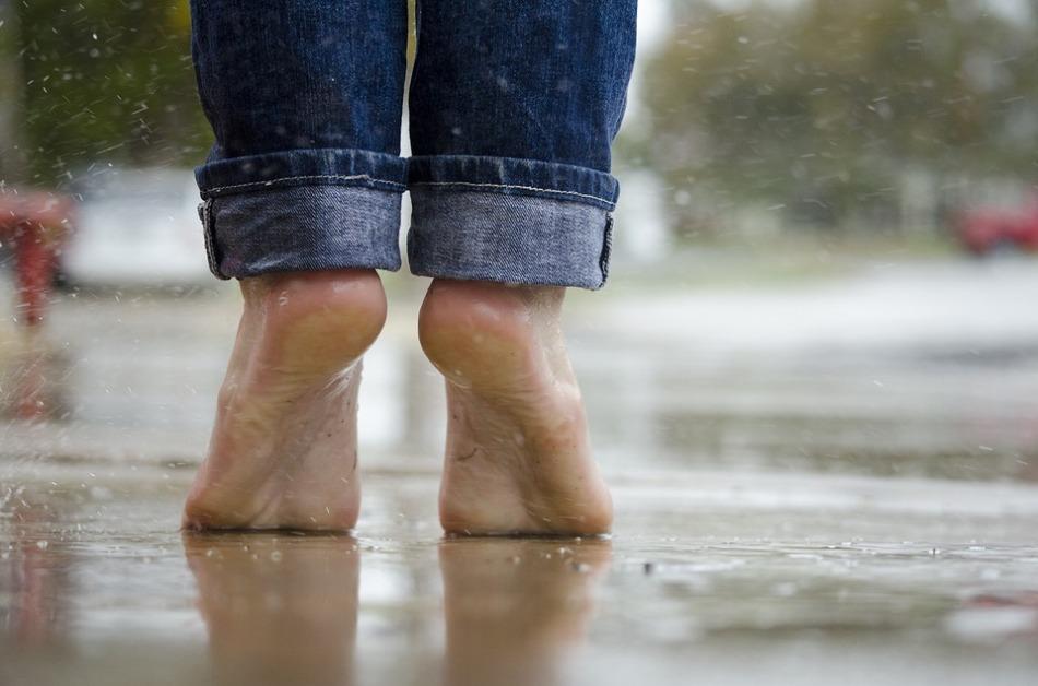 barefoot-1835661_960_720